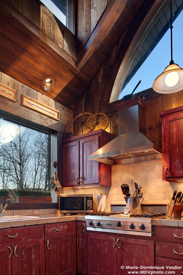 Syringa ranch quarters straight line building design for Small straight line kitchen designs